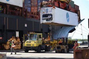 xports of goods and services fell 1.9% in July to US$186.3bil, the most since September 2015. The AFP photo shows shipping containers being offloaded from a cargo ship at Port Everglades.